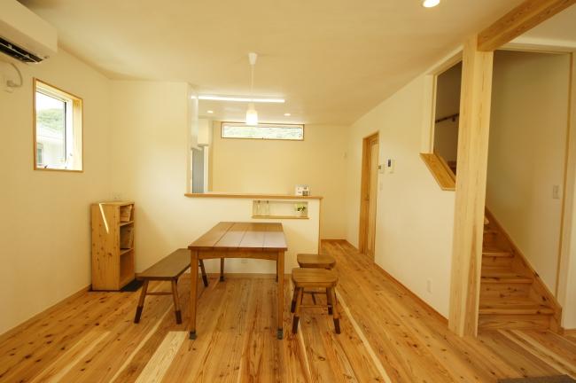 三重の注文住宅、オビ杉の床板