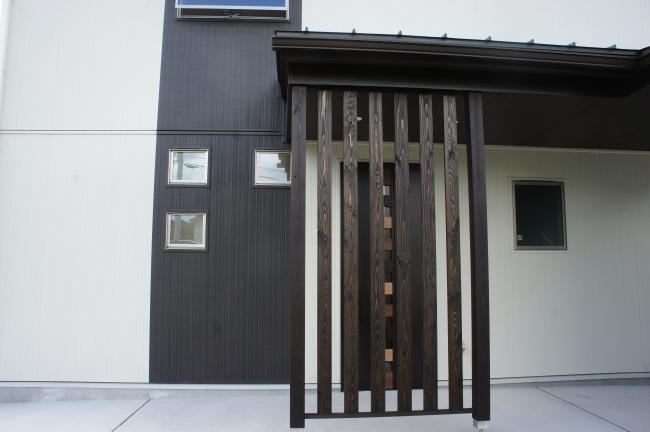 三重県伊勢市の注文住宅での玄関引戸のデザイン