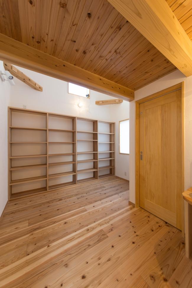 手仕事の家、大工がつくった棚